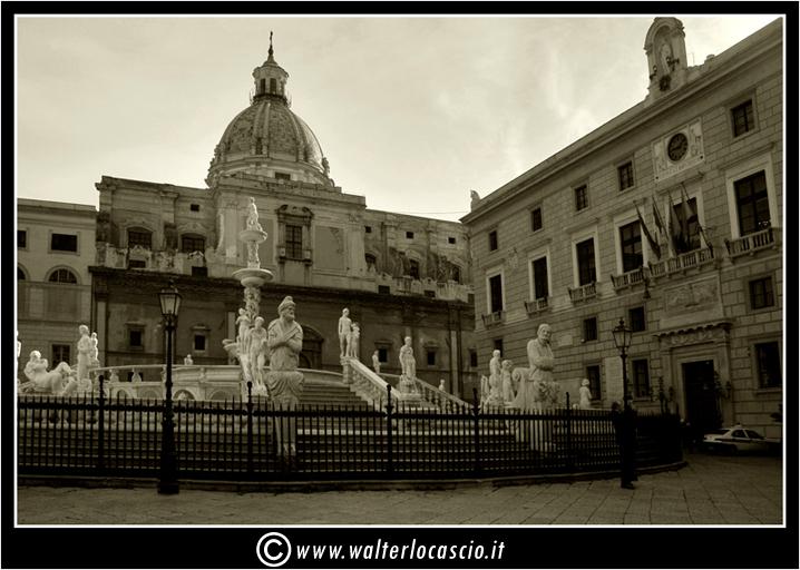 palermo-piazza-pretoria-piazza-della-vergogna_3554715312_o.jpg