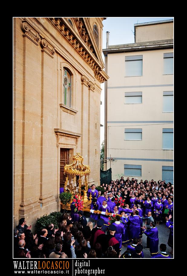 venerd-santo-a-caltanissetta-il-cristo-nero-2010_4514348710_o.jpg
