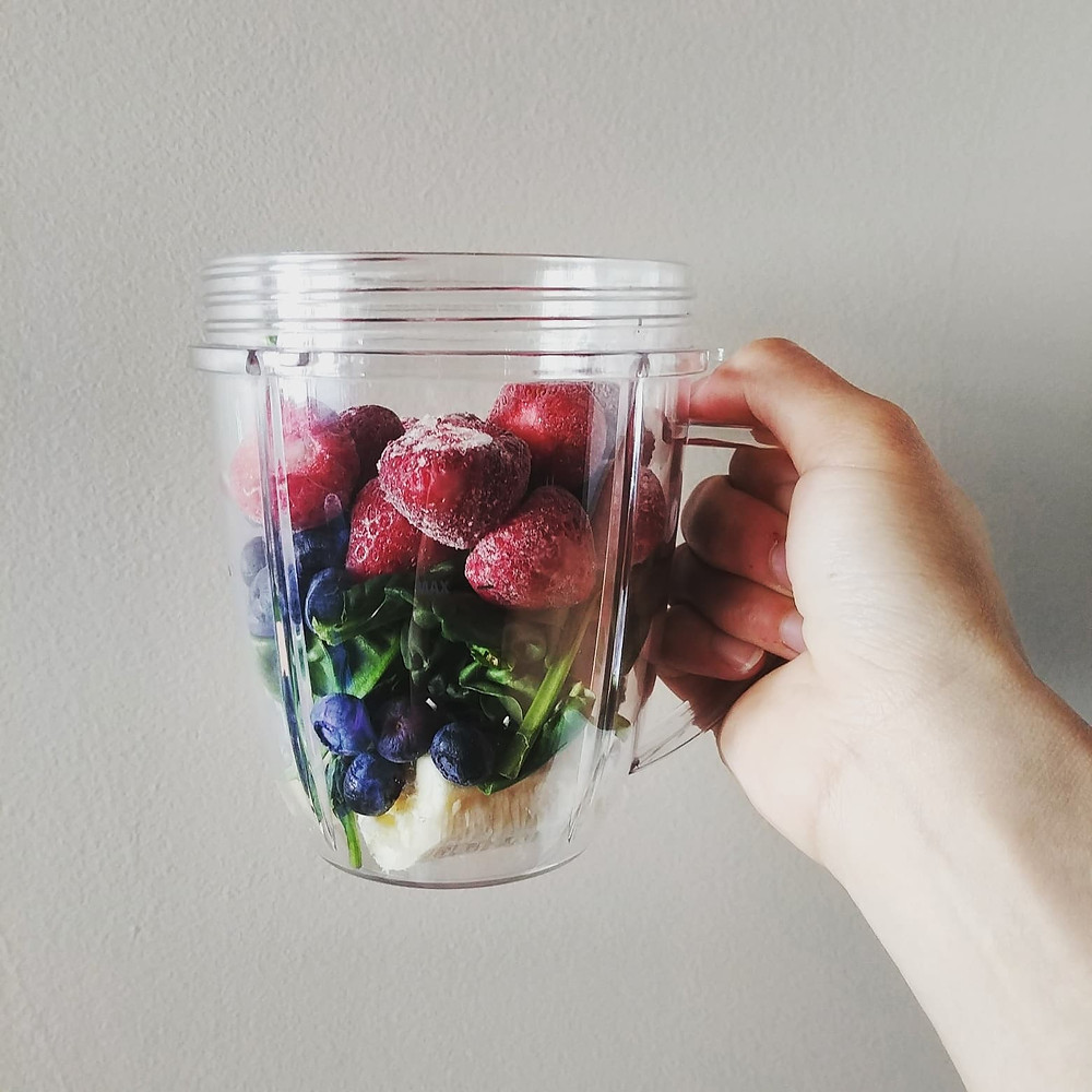 fruit smoothie, spinach strawberry blueberry banana smoothie, fresh local strawberry, DIY smoothie, nutrition in a cup