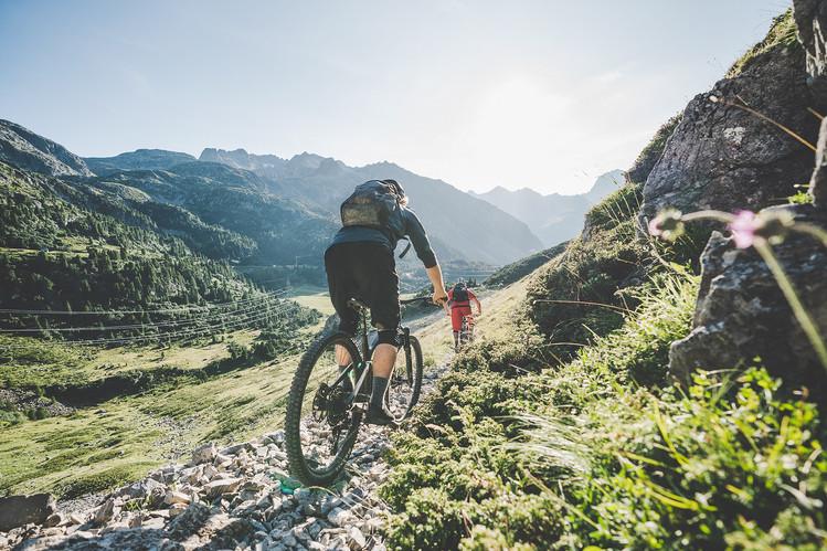 Mountainbikegruppe auf dem Albulapass