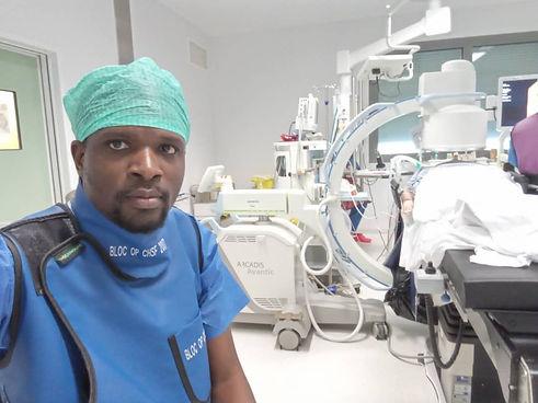 Dr? Batumona Médecin bénévole de WOA