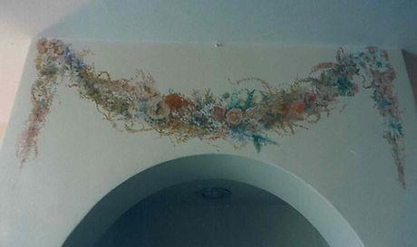 Restaurant garlands mural