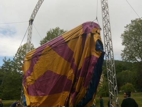 Montage d'un chapiteau de cirque