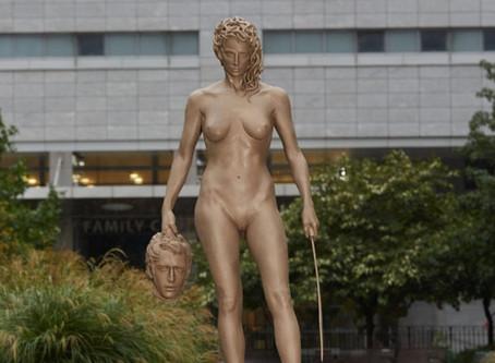 Luciano Garbati presenta en Nueva York su escultura de Medusa en apoyo al movimiento #MeToo
