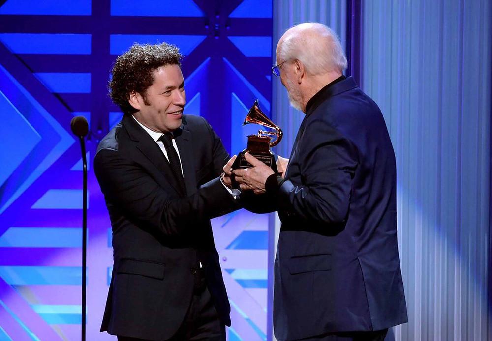 Dudamel ha ganado dos veces el Premio Grammy como Mejor Director de Orquesta.