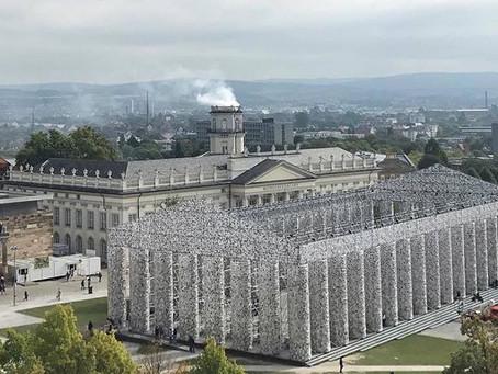 """Documenta 17 desmonta su """"Partenón de los Libros Prohibidos"""""""