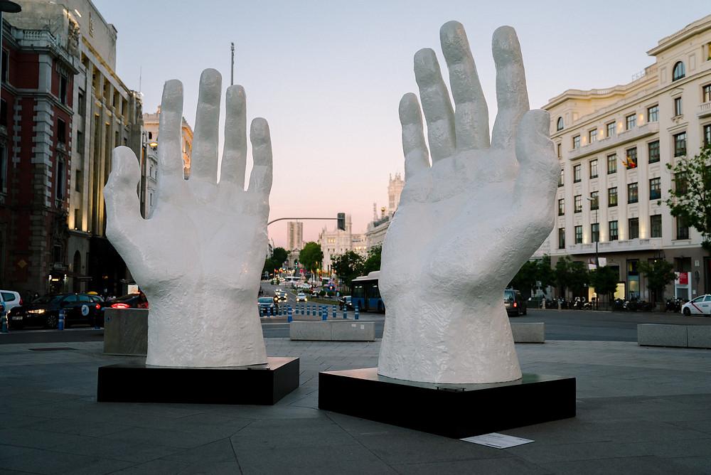 Zurab Tsereteli, Hands, 2021.