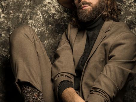 Santi Senso imparable: el actor presenta su nuevo libro 'PARIR, volver al vientre'.