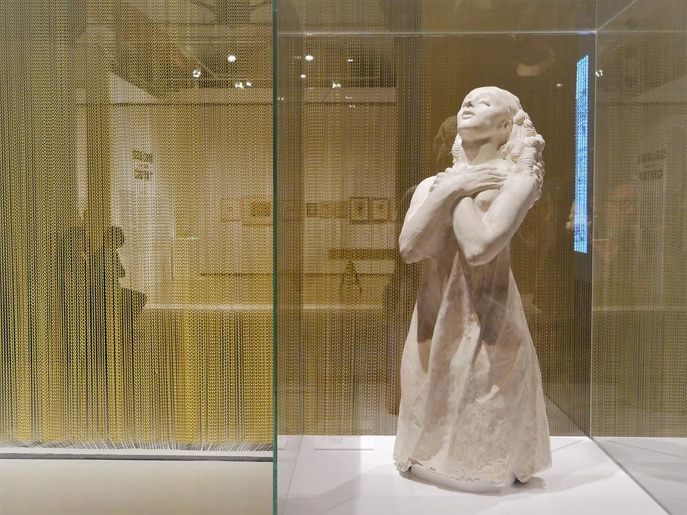 (La oración: una de las esculturas más impresionantes y conmovedoras de Ismael Smith)