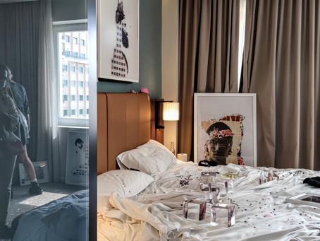 Hybrid Art Fair 21: una joven curadora pone de cabeza la habitación 604 del Hotel Riu Plaza España.