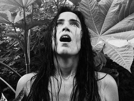 La Chica: 'Agua' para purificar nuestros oídos... y nuestro espíritu.