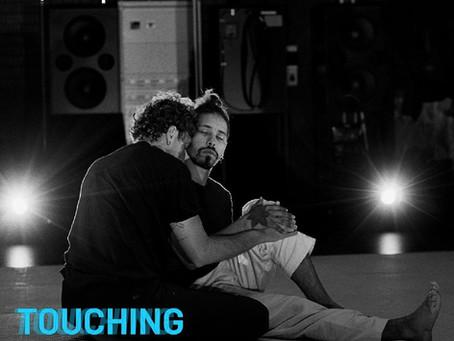 Aimar Pérez Galí presenta en el El Aleph, 'Touching Blues', un trabajo de danza sobre el VIH/SIDA.