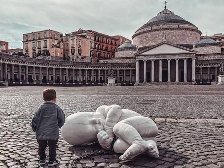 """El artista italiano Jago """"abandona"""" su obra #Lookdown en la plaza del Plebiscito de Nápoles"""