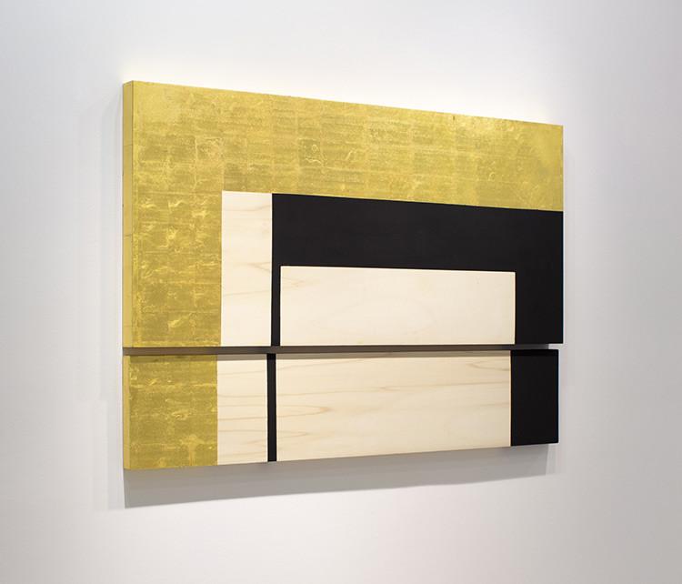 BAT Alberto Cornejo Isabela Puga M3_AM_2, 2021 Caseína, cola de conejo y oro 22 quilates sobre madera 102 x 150 x 6 cm