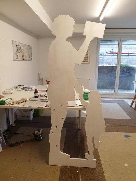 «FRAUEN IM BUNDESHAUS» - eine Skulptur entsteht.