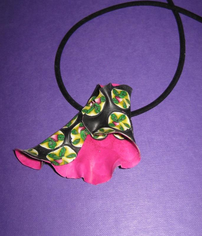 Ruffled pendant