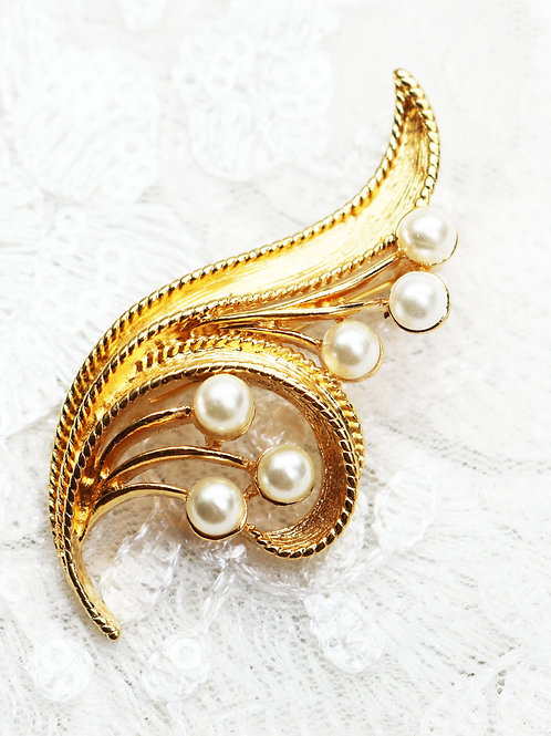 ELEGANT VINTAGE 1960s NAPIER *signed* Pearl Nautical Spray Gold Brooch