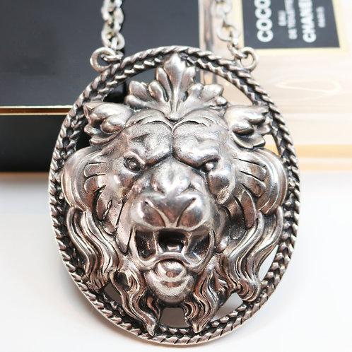 VINTAGE 1960s NAPIER *signed* Silver Lions Head Pendant Runway Necklace