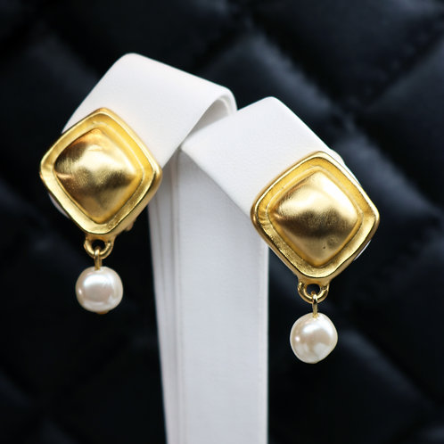 ⚜️ Vintage GIVENCHY Gold Pearl Drop ClipOn Earrings