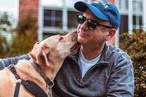 chien et maître heureux.jpg