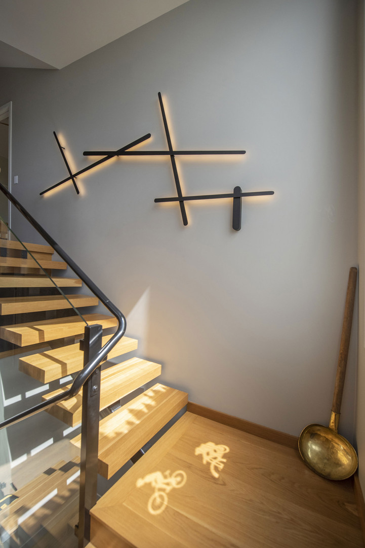 wall-light-in-stairs.jpg