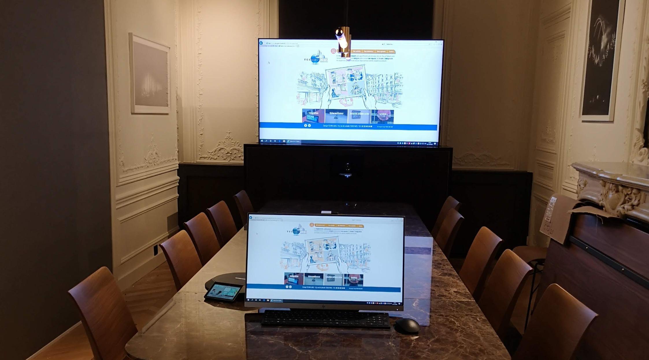 Intégration d'équipements audiovisuels dans un meuble avec système de Lift