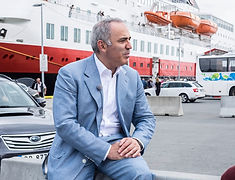 Garry Kasparov - TV interview horizontal