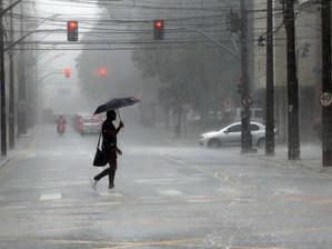 Semana começa com alerta de chuva intensa em 42 municípios de MS