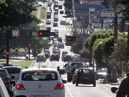 Veículos com placa final 0 devem ser licenciados em outubro