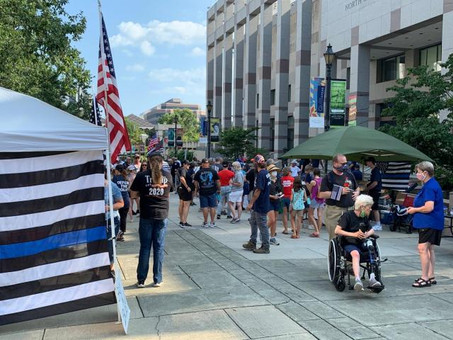 Back the Blue: Community rallies to show support for police officers