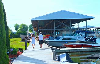 Docks Couple.png