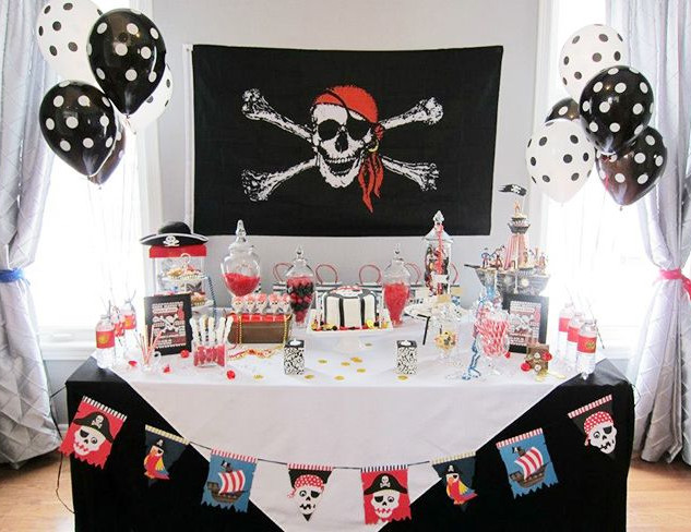 PIRATE PARTY TABLE.jpg