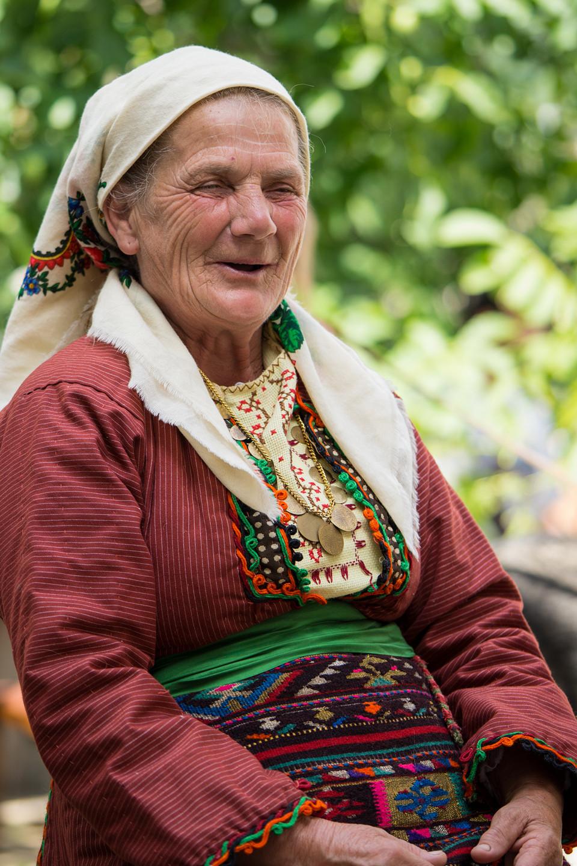 Местна жителка малко след като и бе нарисуван портрет