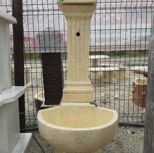 чешма дворна - колона