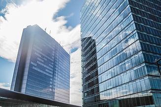 windows-skyscraper-business-reflect