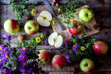 apples-2023400_edited.jpg