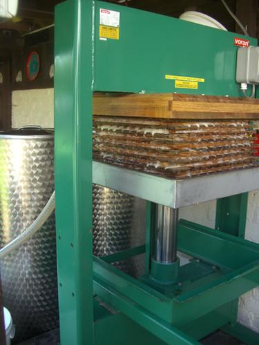 Rack and cloth press