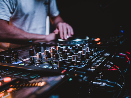 Op date met de DJ (Deel 1)