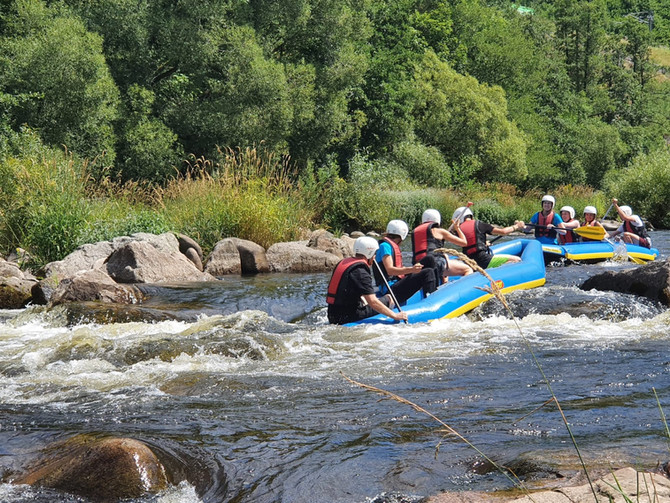 Abseilen, Flussbettwandern und Wildwasserraften, die Zweite
