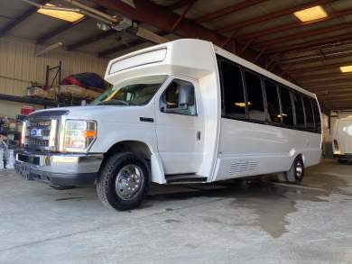2015-krystal-ford-e450-shuttle-bus-5f452