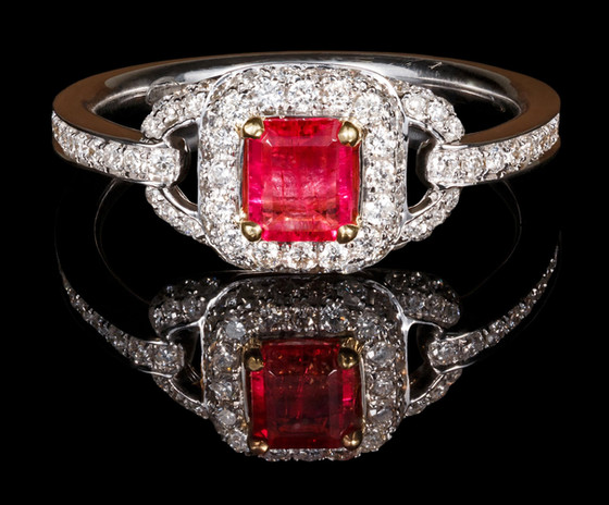 VINTAGE RED EMERALD RING