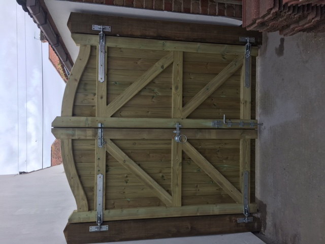G Roles Fencing | Gate