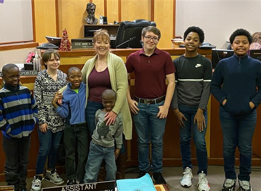 Woman who grew up in foster care adopts 6 boys: 'They give me purpose'