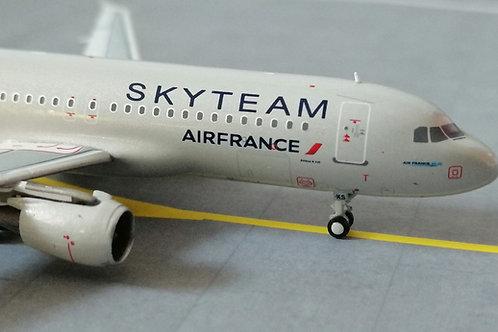 """PANDA MODELS AIR FRANCE AIRBUS A320 F-GKXS """"SKYTEAM"""" 1/400"""