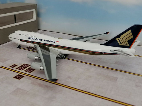 JC WINGS SINGAPORE AIRLINES B747-400 9V-SMS 1/400