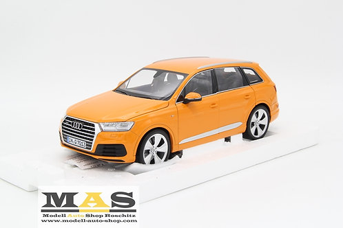 Audi Q7 2015 orange Minichamps 1/18