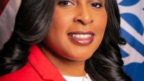 Alcalde de Rochester, Nueva York, acusado de 2 cargos de financiamiento de campaña por delitos grave