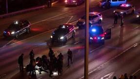 Fianza de $ 1.2 millones para el hombre que golpeó a los manifestantes bloqueando la carretera