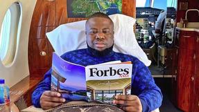 """La """"estrella"""" nigeriana de Instagram fue arrestada luego de conspirar para robar cientos de millones"""