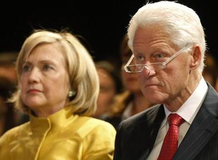 Juez federal permite que proceda la denuncia de denunciante de la Fundación Clinton